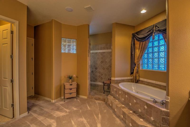 24 Brown Master Bathroom Designs-2