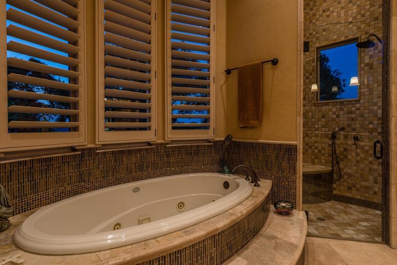 24 Brown Master Bathroom Designs-3