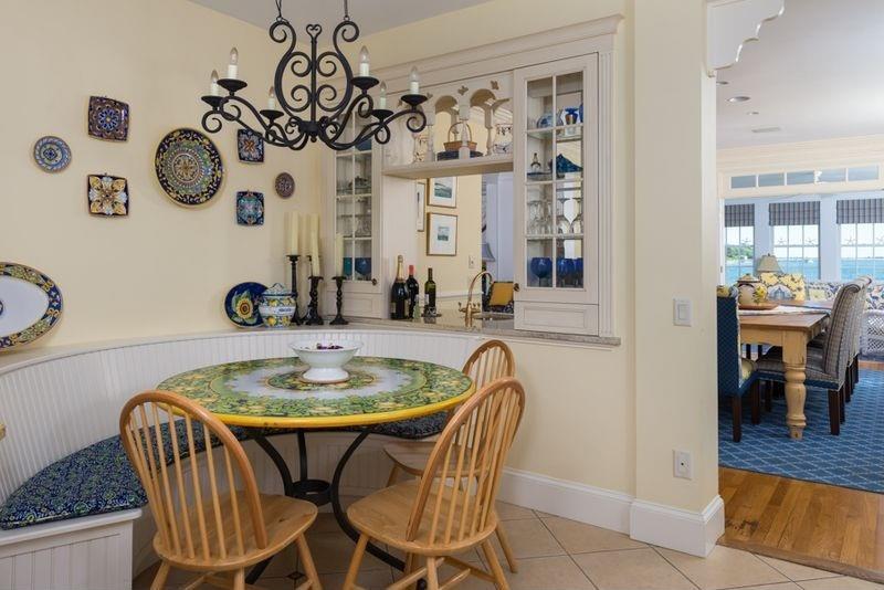 24 Kitchens with Breakfast Nooks-12