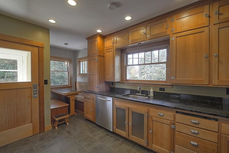 24 Kitchens with Breakfast Nooks-3