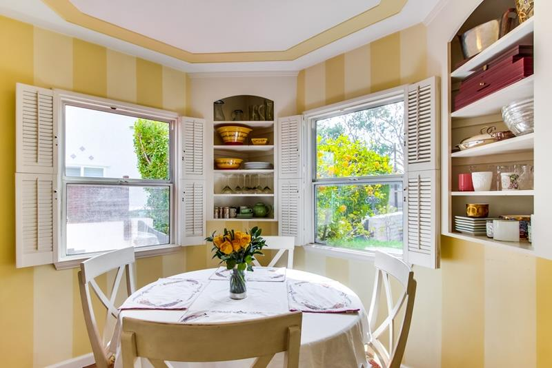 24 Kitchens with Breakfast Nooks-title