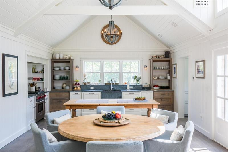 24 Kitchens with Jaw Dropping Cathedral Ceilings-11