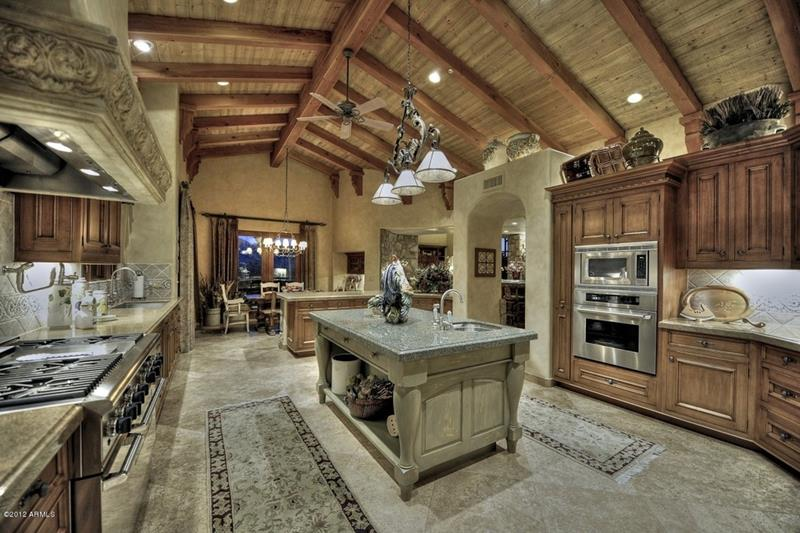 24 Kitchens with Jaw Dropping Cathedral Ceilings-12