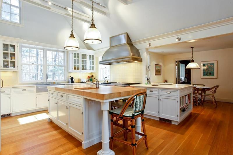 24 Kitchens with Jaw Dropping Cathedral Ceilings-22