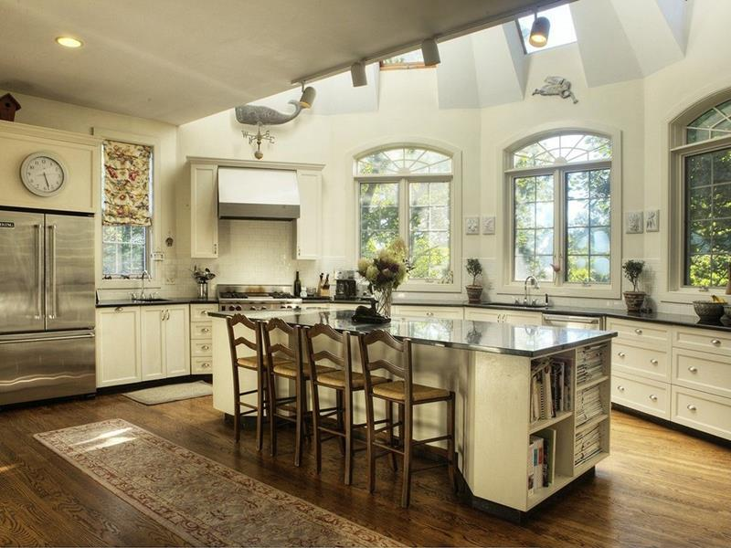 24 Kitchens with Jaw Dropping Cathedral Ceilings-5