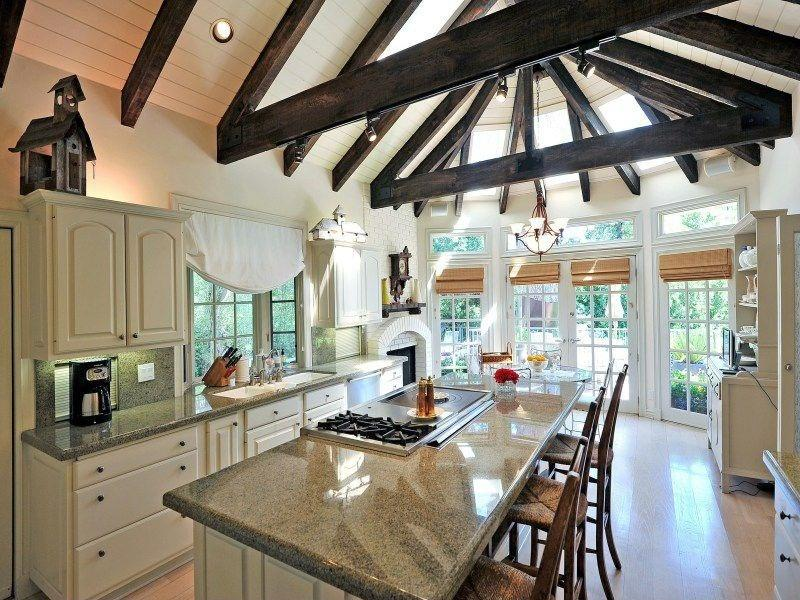 24 Kitchens with Jaw Dropping Cathedral Ceilings-7