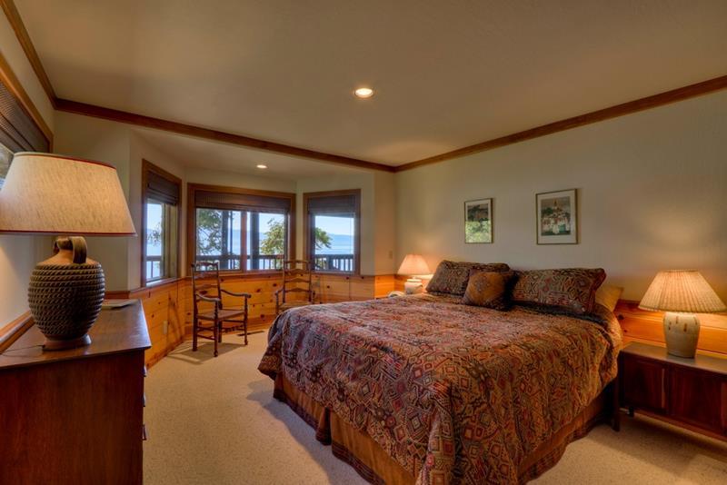 25 Brown Master Bedroom Designs-15
