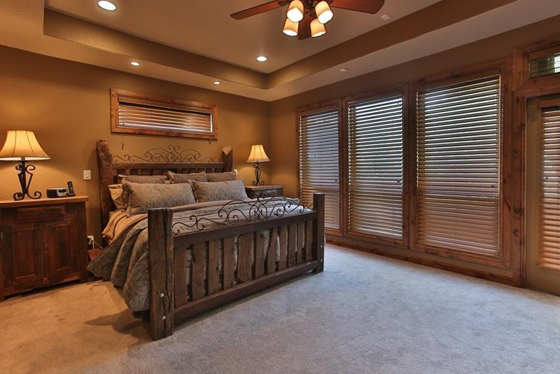 25 Brown Master Bedroom Designs-19