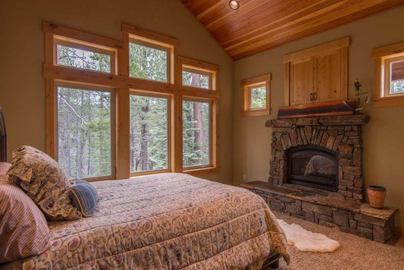 25 Brown Master Bedroom Designs-3