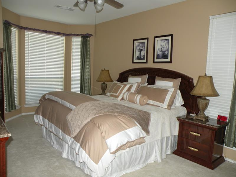 12 Jaw Dropping Master Bedroom Remodels (Before and After)-9