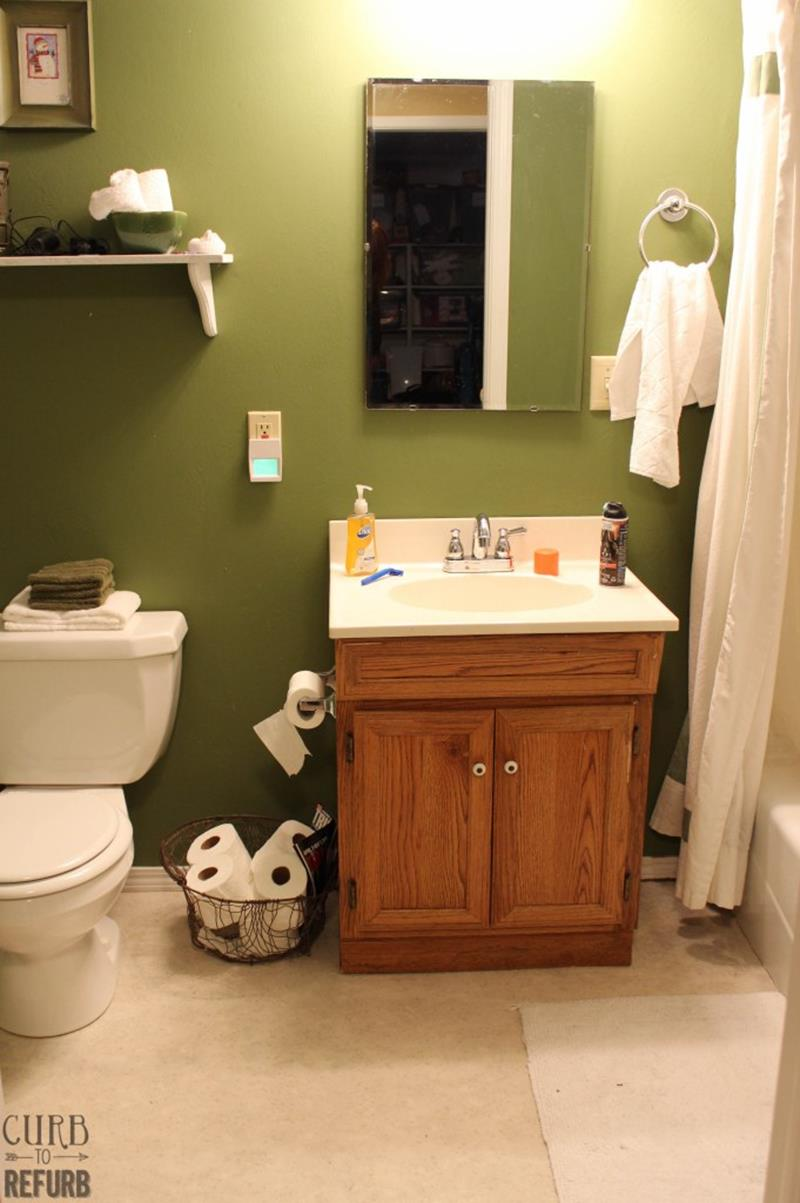 Check Out This Amazing Tiny Bathroom Makeover-1