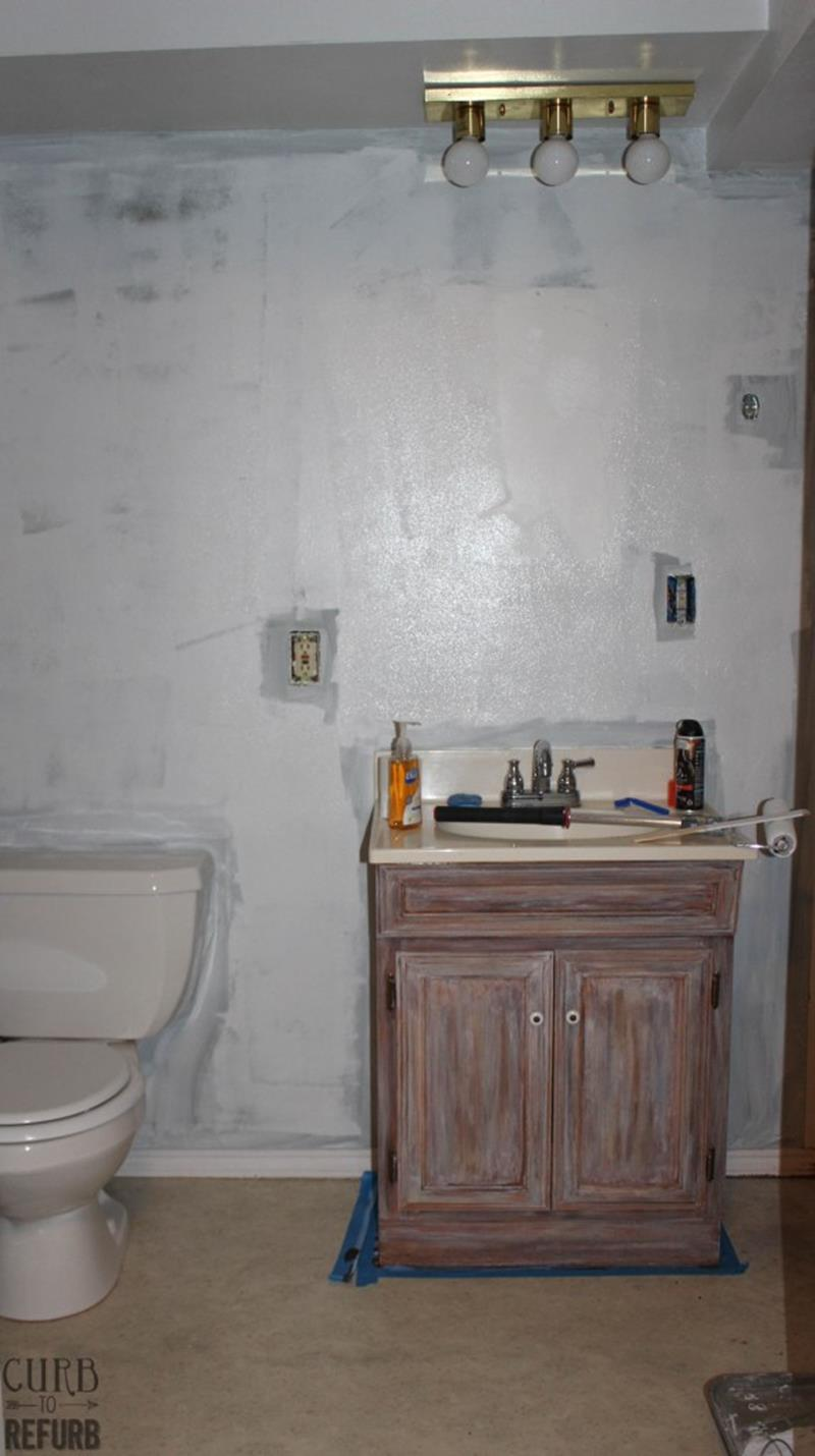 Check Out This Amazing Tiny Bathroom Makeover-4
