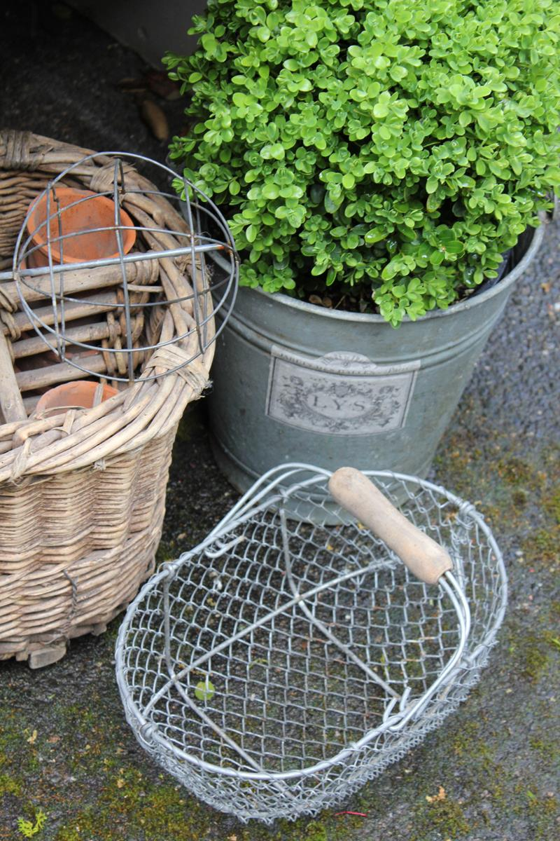16 Amazing Ideas for Using Antiques in Your Garden-3