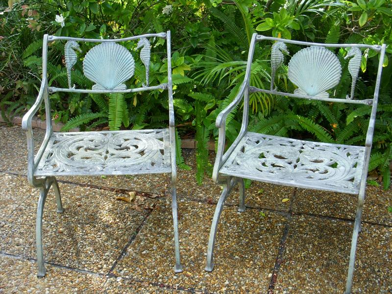 16 Amazing Ideas for Using Antiques in Your Garden-6
