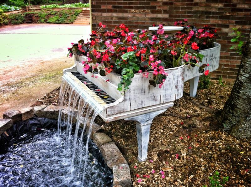 16 Amazing Ways to Enhance Your Garden with Recycled Items-10