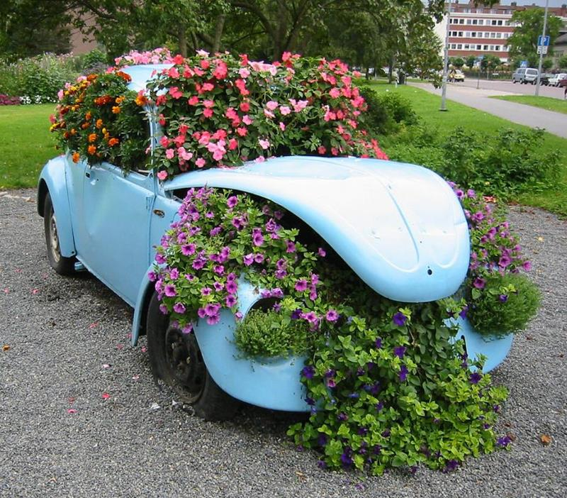 16 Amazing Ways to Enhance Your Garden with Recycled Items-13