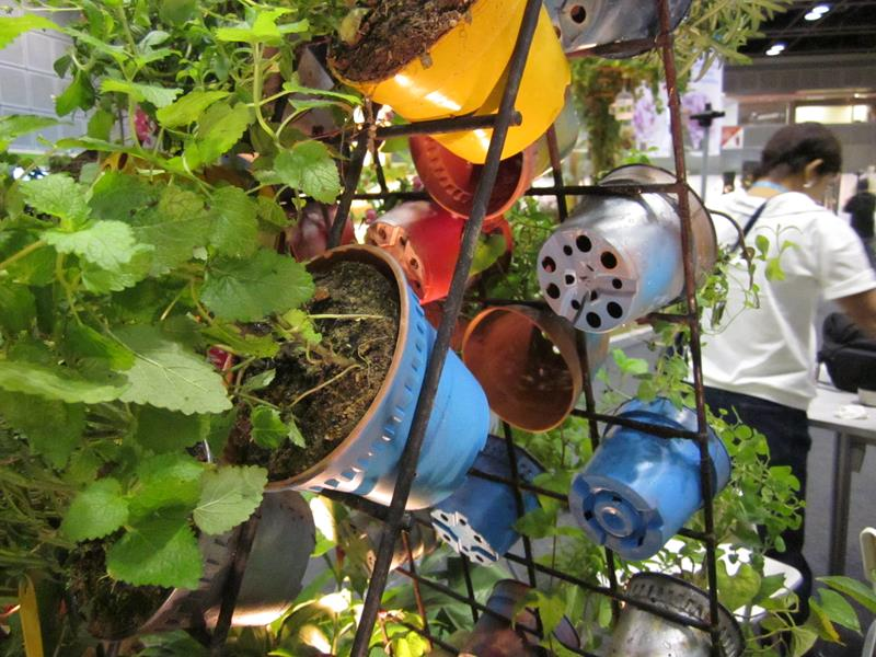 16 Amazing Ways to Enhance Your Garden with Recycled Items-14