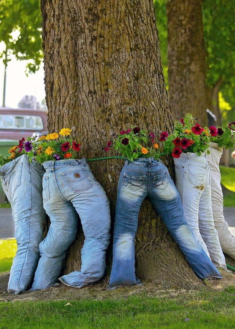 16 Amazing Ways to Enhance Your Garden with Recycled Items-4