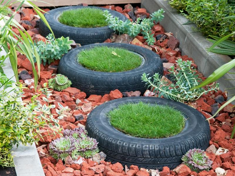 16 Amazing Ways to Enhance Your Garden with Recycled Items-7