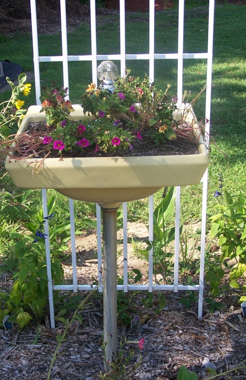16 Amazing Ways to Enhance Your Garden with Recycled Items-9