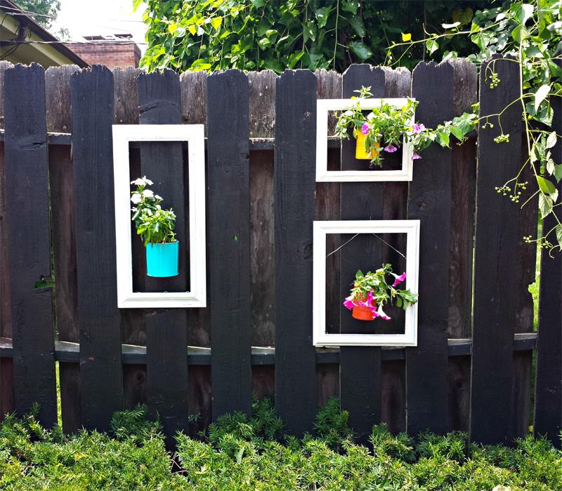 17 Charming Fence Planter Ideas for Your Home-14