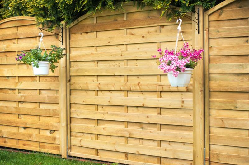 17 Charming Fence Planter Ideas for Your Home-17