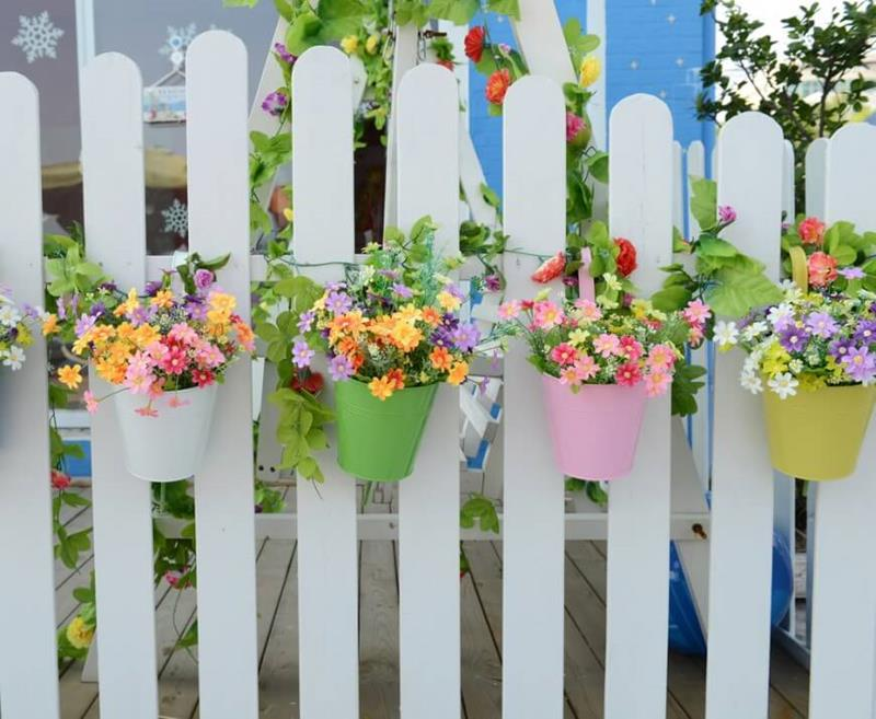 17 Charming Fence Planter Ideas for Your Home-4