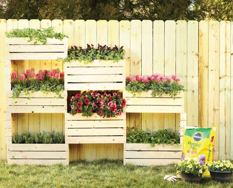 17 Charming Fence Planter Ideas for Your Home-6