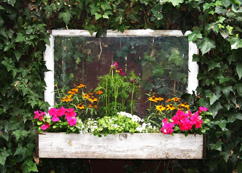 17 Charming Fence Planter Ideas for Your Home-7