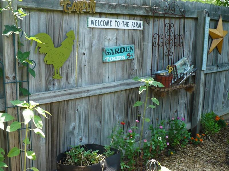 17 Charming Fence Planter Ideas for Your Home-9