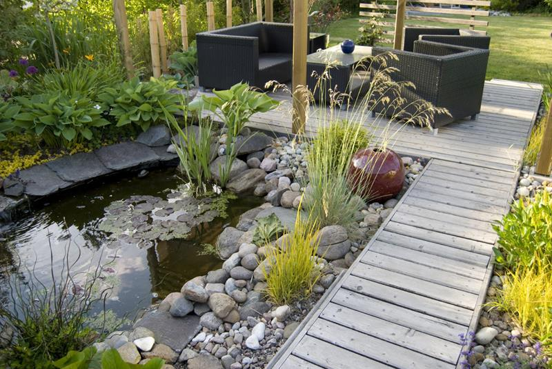 18 Wonderful Ideas for a Garden Pond-6