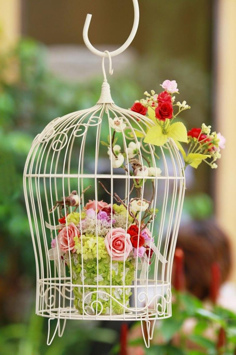 19 Inspirational Ideas for Recycled Hanging Baskets-2