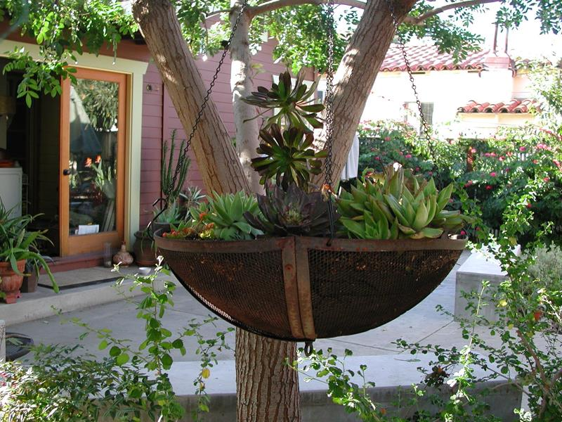 19 Inspirational Ideas for Recycled Hanging Baskets-5