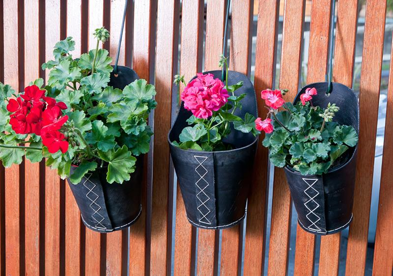 19 Inspirational Ideas for Recycled Hanging Baskets-title