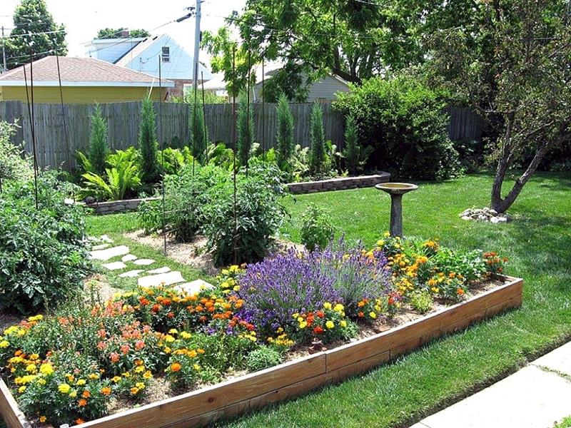 19 Backyards with Amazing Landscaping-16
