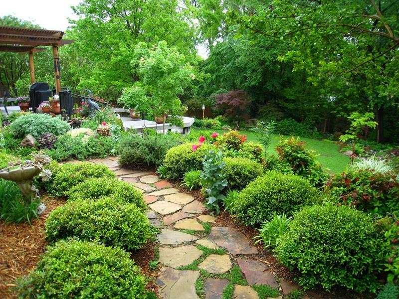 19 Backyards with Amazing Landscaping-2