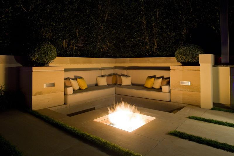 20 Stunning Backyard Fire Pits-10