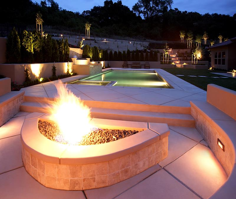 20 Stunning Backyard Fire Pits-2
