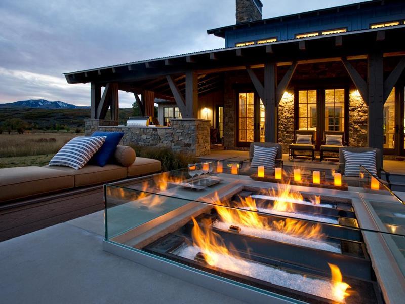 20 Stunning Backyard Fire Pits-title