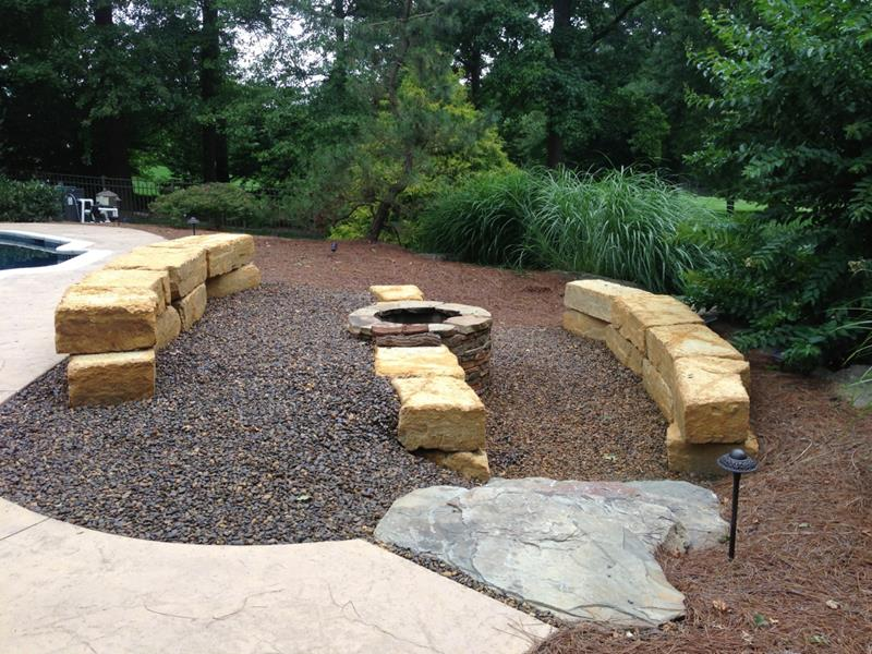 23 Backyard Fire Pit Designs-2