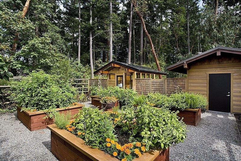 24 Amazing Ideas for Wooden Raised Garden Beds-title