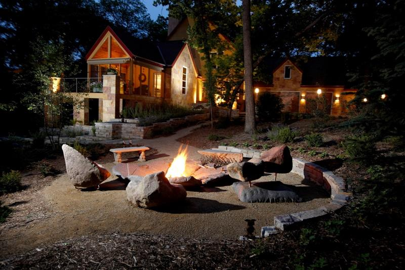 24 Backyard Fire Pits Perfect for Summer-10