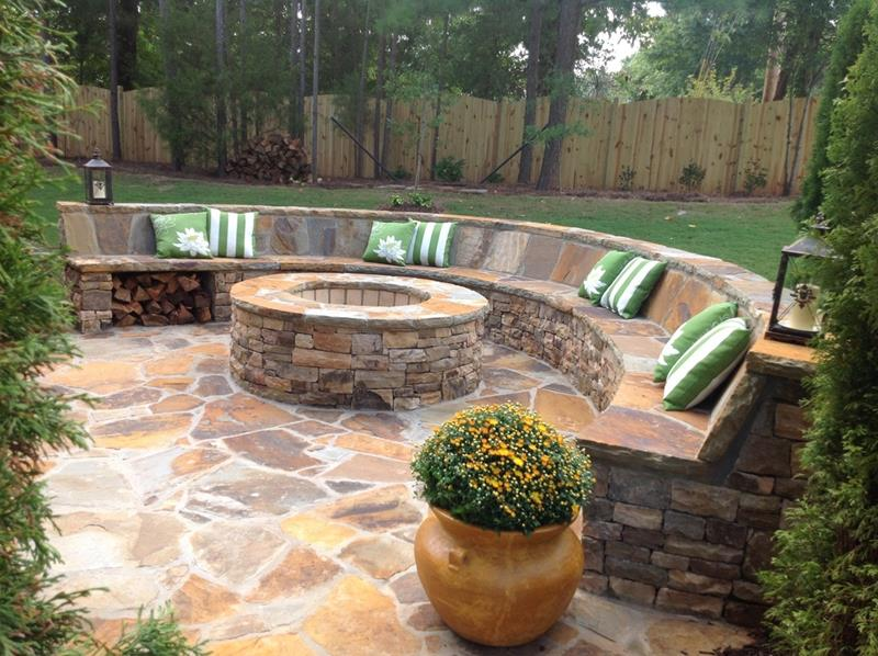 24 Backyard Fire Pits Perfect for Summer-14