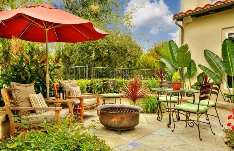 24 Backyard Fire Pits Perfect for Summer-4