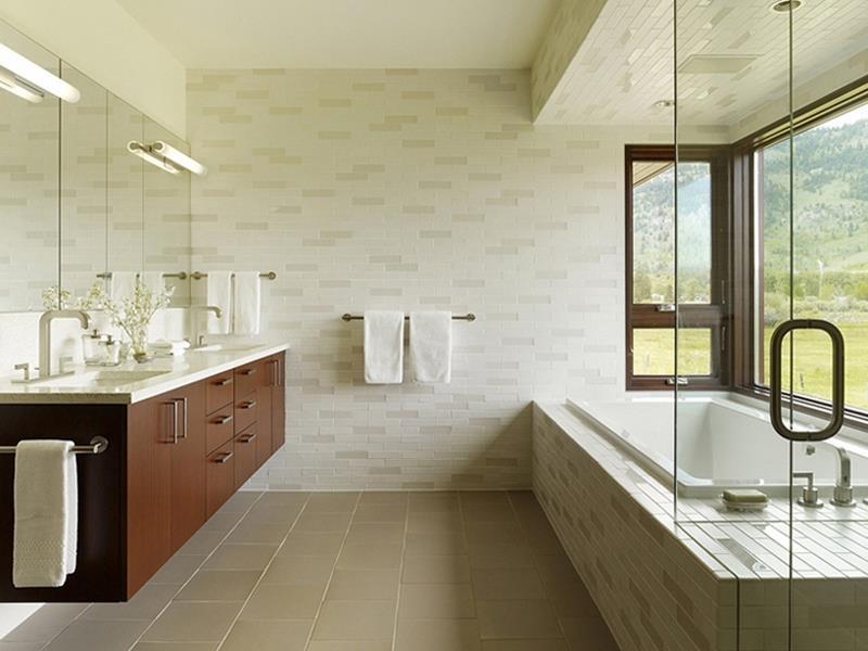 24 Beautiful Ideas for Master Bathroom Windows-1