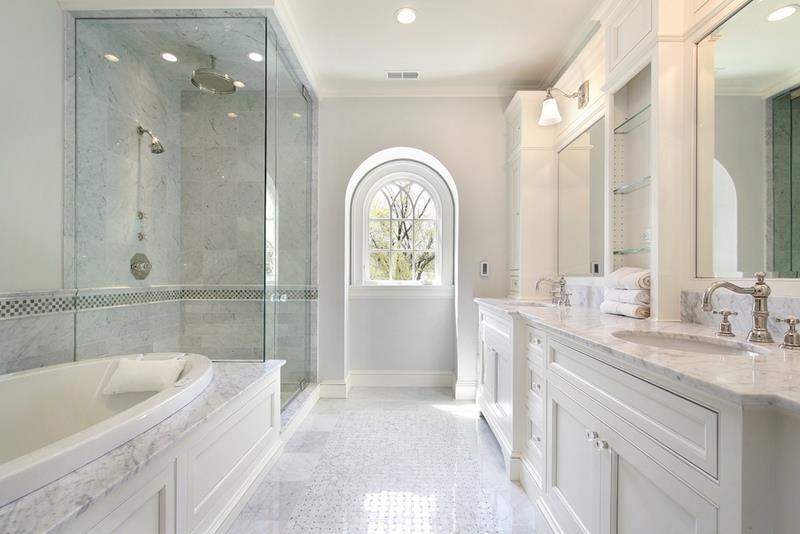 24 Beautiful Ideas for Master Bathroom Windows-17