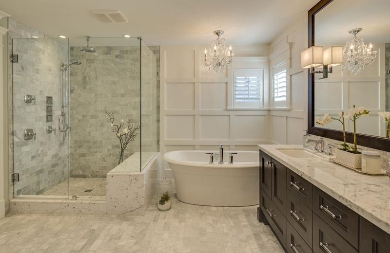 24 Beautiful Ideas for Master Bathroom Windows-2