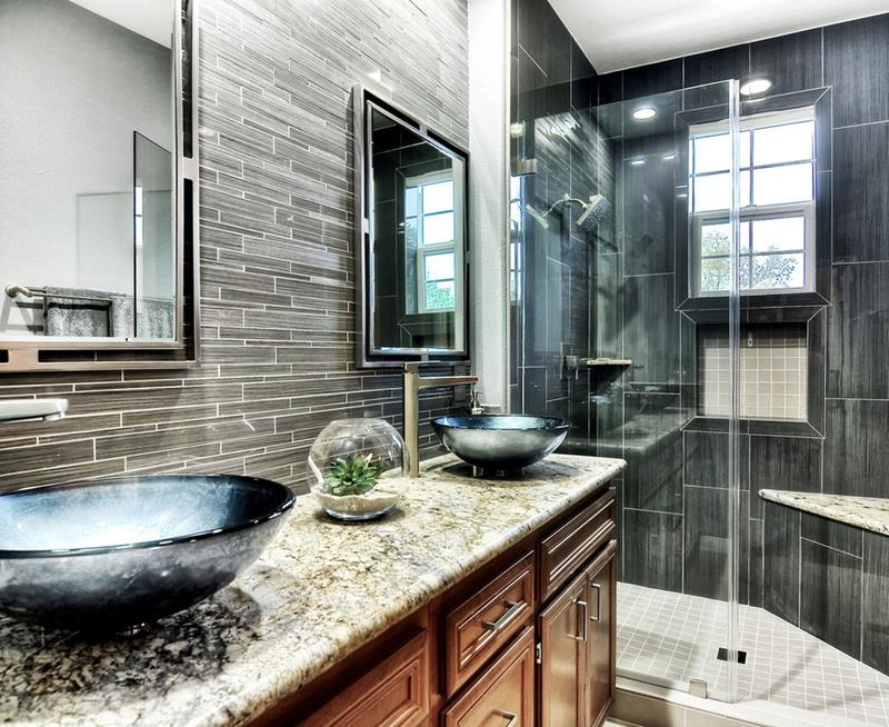 24 Beautiful Ideas for Master Bathroom Windows-5