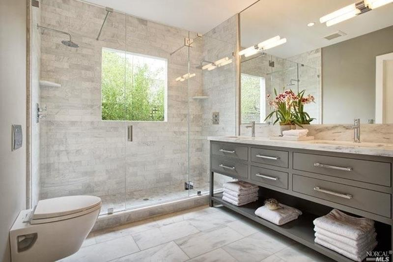 24 Beautiful Ideas for Master Bathroom Windows-7