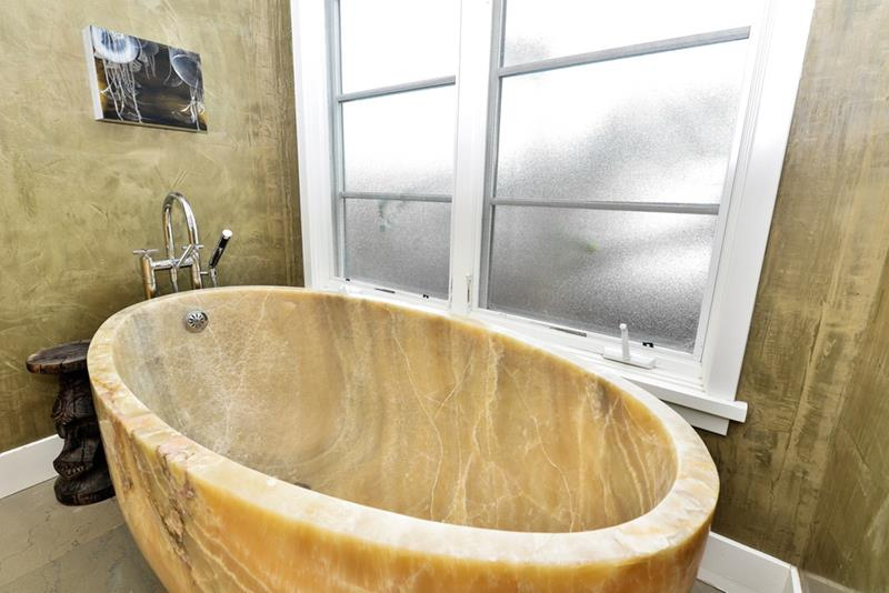24 Beautiful Ideas for Master Bathroom Windows-title